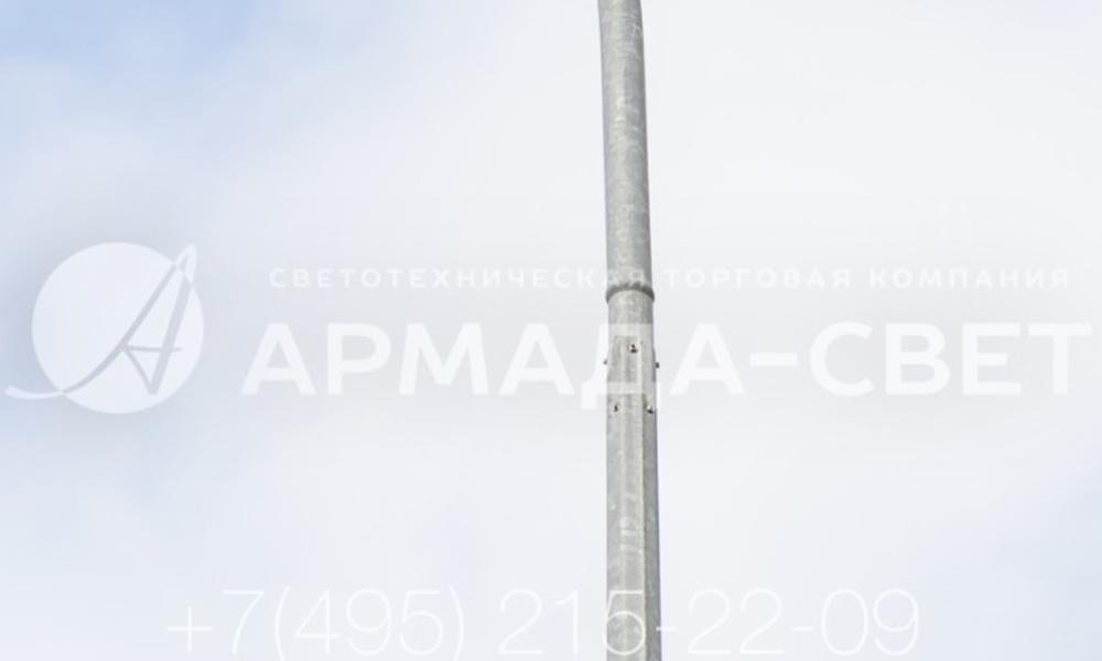 Узел соединения кронштейна для светильников и ствола осветительной опоры также остается разъемным. Для фиксации применяются болты, которые ввинчиваются в специальные отверстия на корпусе. В комплект поставки входят болты такой длины, чтобы после вкручивания на поверхности ствола были видны только головки.