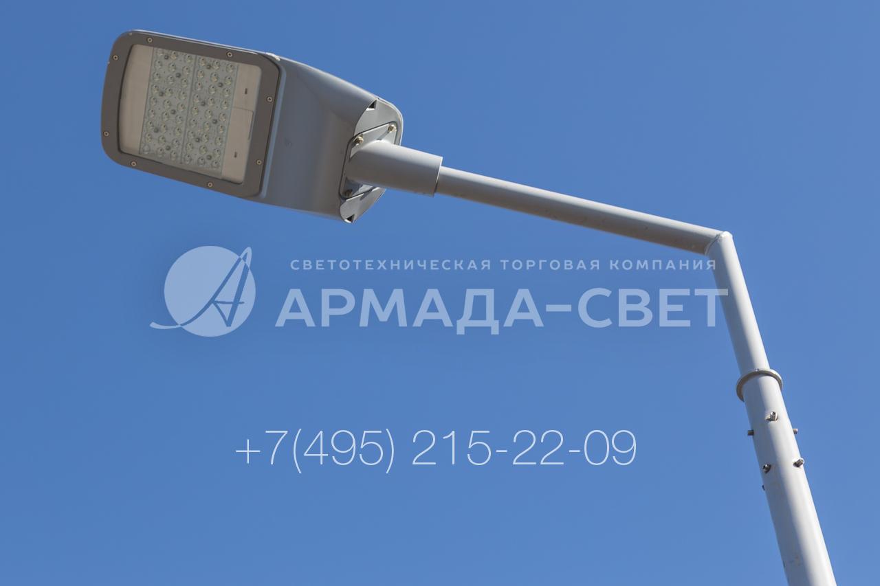 В качестве приборов освещения на консольных кронштейнах часто устанавливают светодиодные светильники. Они выполнены в защищенном корпусе, могут работать в условиях повышенной влажности и запыленности, при низких температурах. На фото изображен безрадиальный кронштейн, сваренный из двух труб.