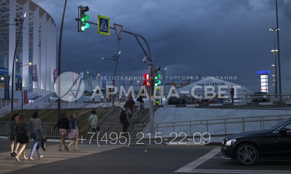 Основное назначение светофорной стойки – удержание светосигнального оборудования. Однако на них же можно устанавливать дорожные знаки, а также камеры для наблюдения за дорожной обстановкой.
